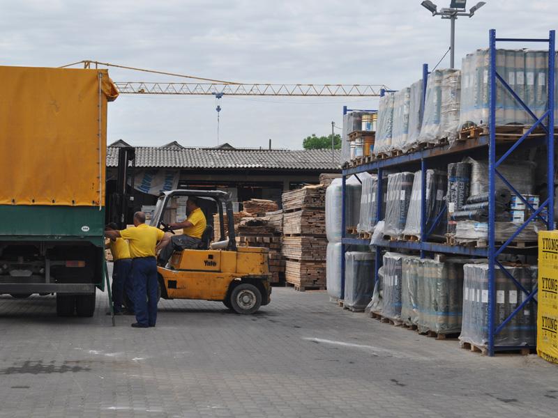 Utovar, istovar građevinskog materijala preduzeća Joter u Nišu